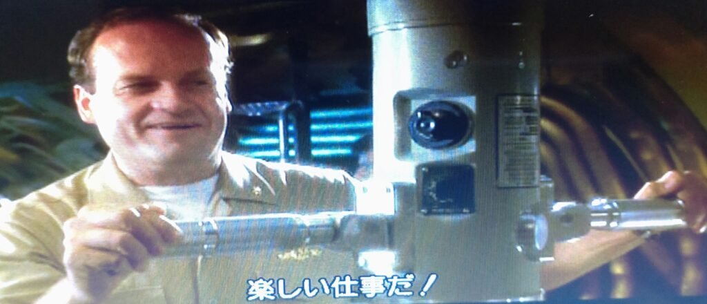 イン・ザ・ネイビー潜望鏡
